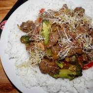 Wołowina po kantońsku z woka