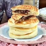 Pancakes z płynną czekoladą w środku