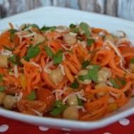 Spaghetti z marchewki z cieciorką