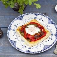 Jajka zapiekane z paprykąna cieście francuskim