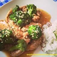 Kurczak z brokułem w domowym sosie teriyaki
