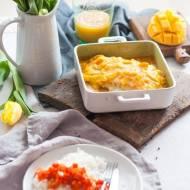 Łosoś w sosie mango-jabłkowym z pikantną marchewką i ryżem