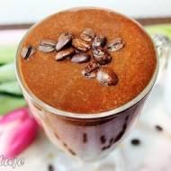 Odżywczy i pobudzający shake/koktajl kawowo-bananowy (z orzechowym posmakiem)