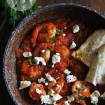 Krewetki w sosie pomidorowym z fetą