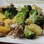 Zapiekanka ziemniaczana z brokułem, mięsem mielonym i sosem beszamel