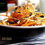 Sałatka z ciecierzycą, marchewką i sosem tahini. Dieta - szybka przemiana