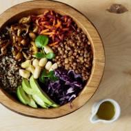 Quinoa bowl z dressingiem z marakui
