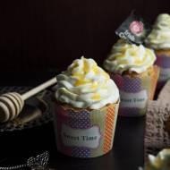 Babeczki herbaciane z kremem miodowym