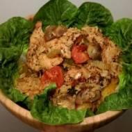 Pieczony ryż z indykiem i warzywami w aromatycznym sosie