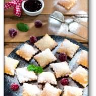 Poduszeczki z ciasta na chrust z przepisu Maryi Ochorowicz-Monatowej