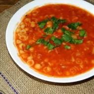 Zupa z soczewicą i kiełbasą.