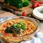 Błyskawiczna zapiekanka makaronowa z szynką i brokułem