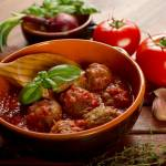 Mięsne kulki z sosem z pomidorów