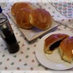 Pączki pieczone z jagodami i syropem klonowym