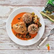 Golonka z indyka w sosie marchewkowym z prażonymi pestkami dyni