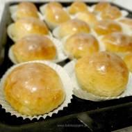 Pączki pieczone z nadzieniem serowym