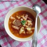 Zupa z ciecierzycy, boczku i kiełbasy