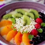 Jabłkowa smoothie bowl. Owocowe śniadanie