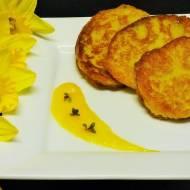 Placuszki jaglane z bananem i musem z mango