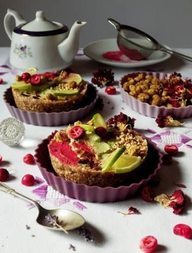 Bakaliowe mini tarty z serkiem z nerkowców i herbaty matcha