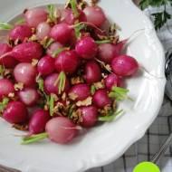 Gotowana rzodkiewka z orzechami