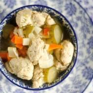 Odchudzająca zupa ogórkowa.