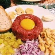 Tatar z mięsa wołowego z dodatkami