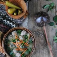 Kujawska zupa z sokiem z kiszonych ogórków i z jarmużem