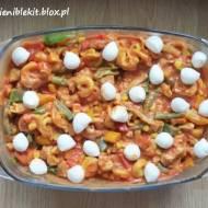 Zapiekanka pomidorowa z tortellini, kurczakiem i warzywami