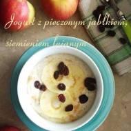 Jogurt z pieczonym jabłkiem, siemieniem lnianym i suszoną żurawiną