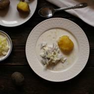 Zupa śledziowa i ziemniaki gotowane w mundurkach.
