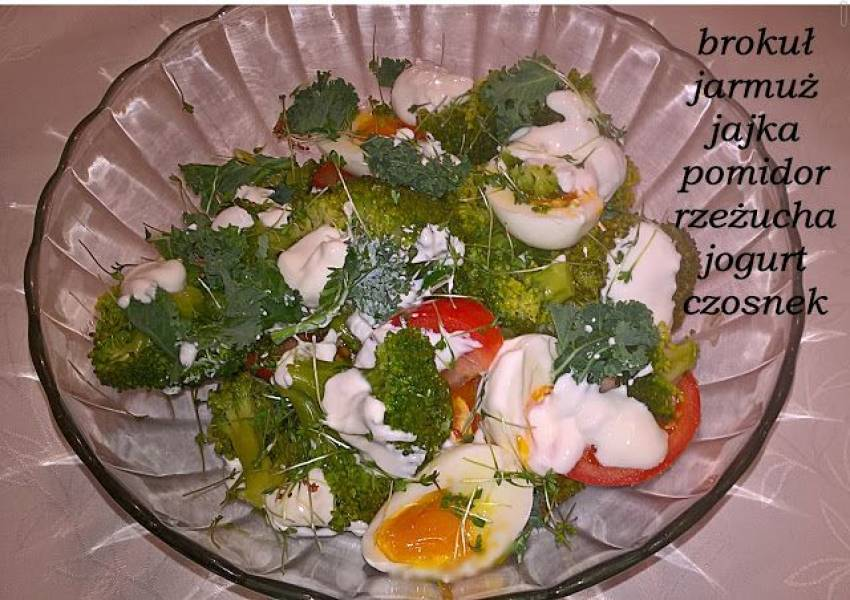Sałatka z brokułem i jarmużem