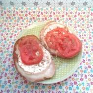 Błyskawiczny piątek - Grzanki z camembertem i pomidorem