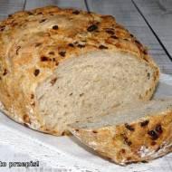 Cebulowy chleb z naczynia żaroodpornego