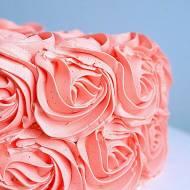 Tort z michałkami i różami