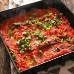 Rybna zapiekanka (fit). Dorsz pieczony z ryżem, pod pomidorową kołderką.