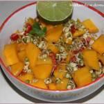 Surówka z mango i fasoli mung