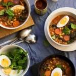 Pikantna zupa z fasolą, harissą i miodem