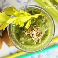Zielony koktajl z kiwi, płatków i chia
