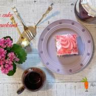 Poke cake z truskawkami