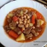 Zupa gulaszowa wieprzowa z cieciorką. Jednodaniowy sycący obiad.