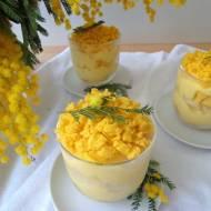Włoski deser mimoza (Dessert mimosa al cucchiaio)