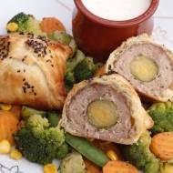 Kulki mięsne z niespodzianką zapiekane w cieście francuskim