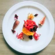 Podwójnie czekoladowe mrożone serniczki z jadalnymi kwiatami i frużeliną pomarańczową