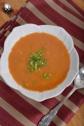 Pomidorowa z masłem orzechowym i nerkowcami