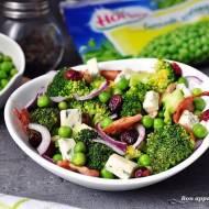 Sałatka z zielonym groszkiem i  brokułem