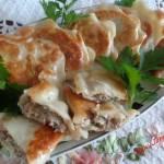 Pierogi z mięsem gotowanym i pieczarkami