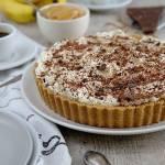 Tarta ciasteczkowa z bananami, toffi i bitą śmietaną (Banoffee pie)