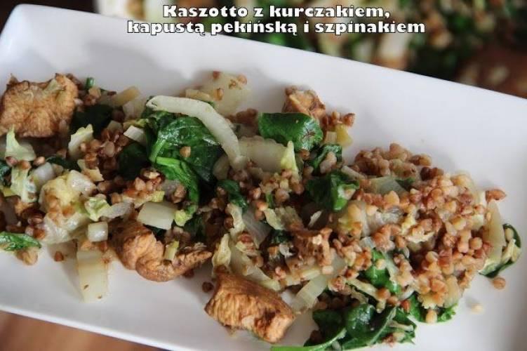 Kaszotto z kurczakiem, kapustą pekińską i szpinakiem