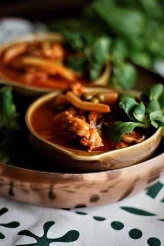 Pomidorowa, pikantna zupa z kurczakiem, groszkiem, fasolką i pieczarkami czyli obiad w 20 minut!
